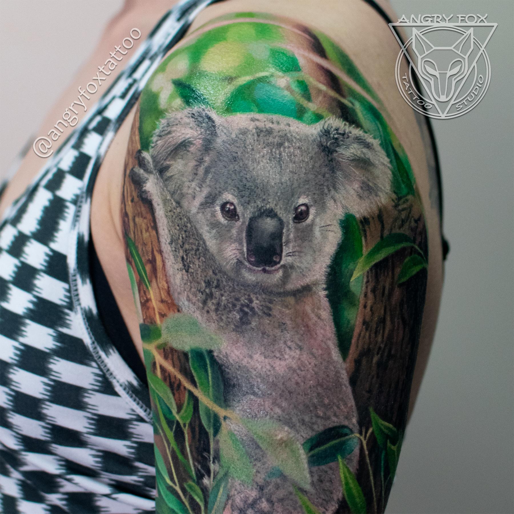 Татуировка, тату, девушка, коала, эвкалипт, листья, дерево, ствол, плечо, рука, реализм