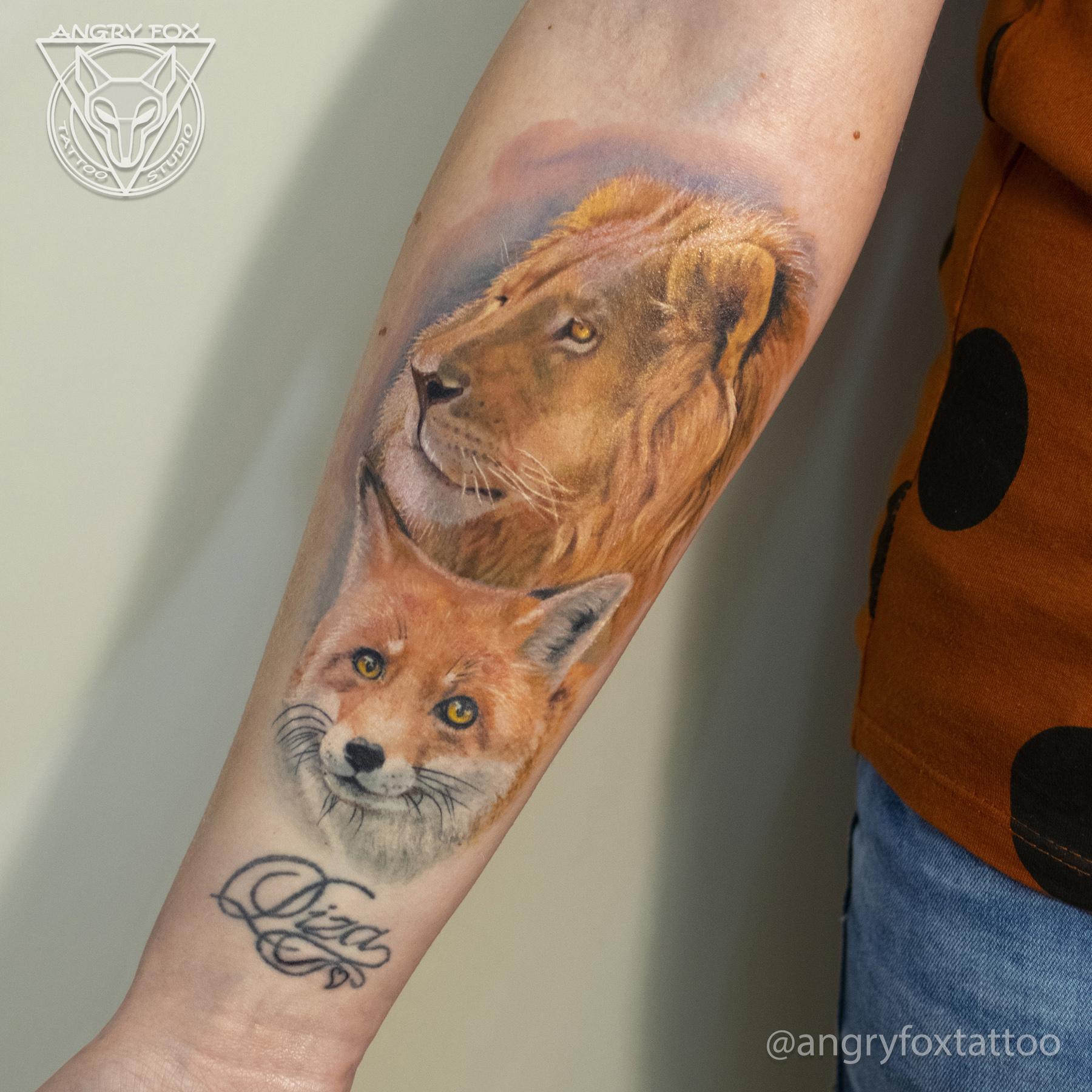 татуировка, тату, рука, предплечье, лев, лиса, надпись, грива, реализм, графика