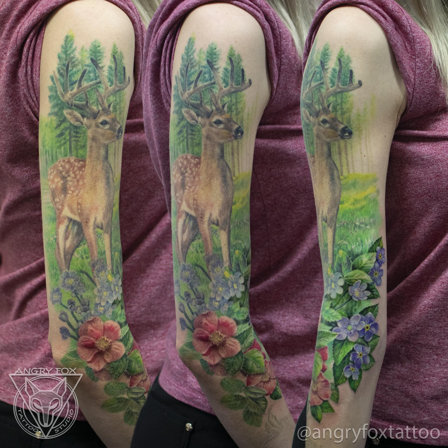Татуировка, тату, девушка, рукав, плечо, рука, предплечье, локоть, лес, цветы, олень, рога, сохатый, трава, луг, реализм