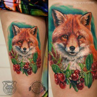 татуировка, тату, нога, бедро, девушка, реализм, акварель, лиса, брусника, ягоды, листья