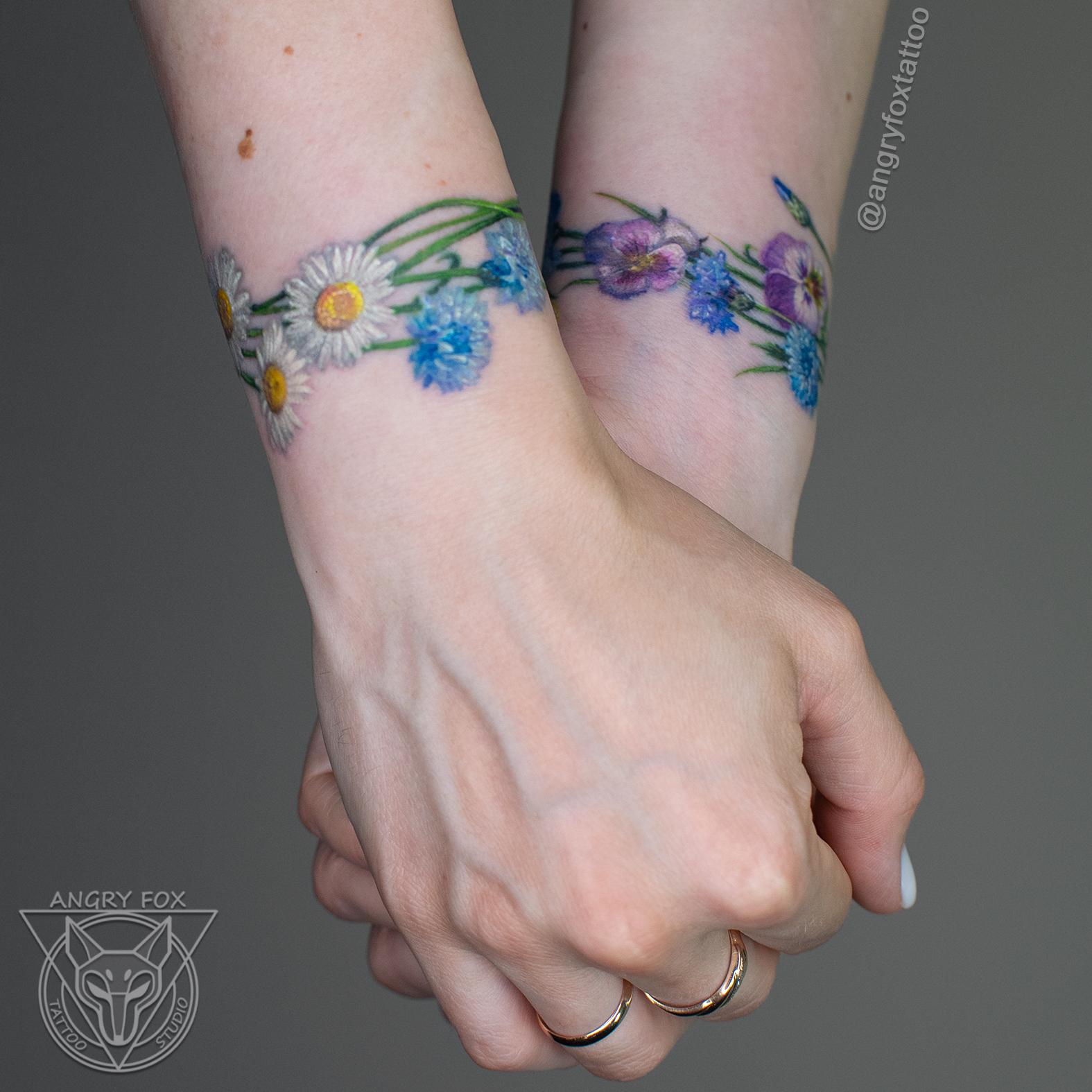 Татуировка, тату, запястье, рука, цветок, цветы, ромашка, василек, анютины глазки, девушка, полевыеТатуировка, тату, запястье, рука, цветок, цветы, ромашка, василек, анютины глазки, девушка, полевые, реализм