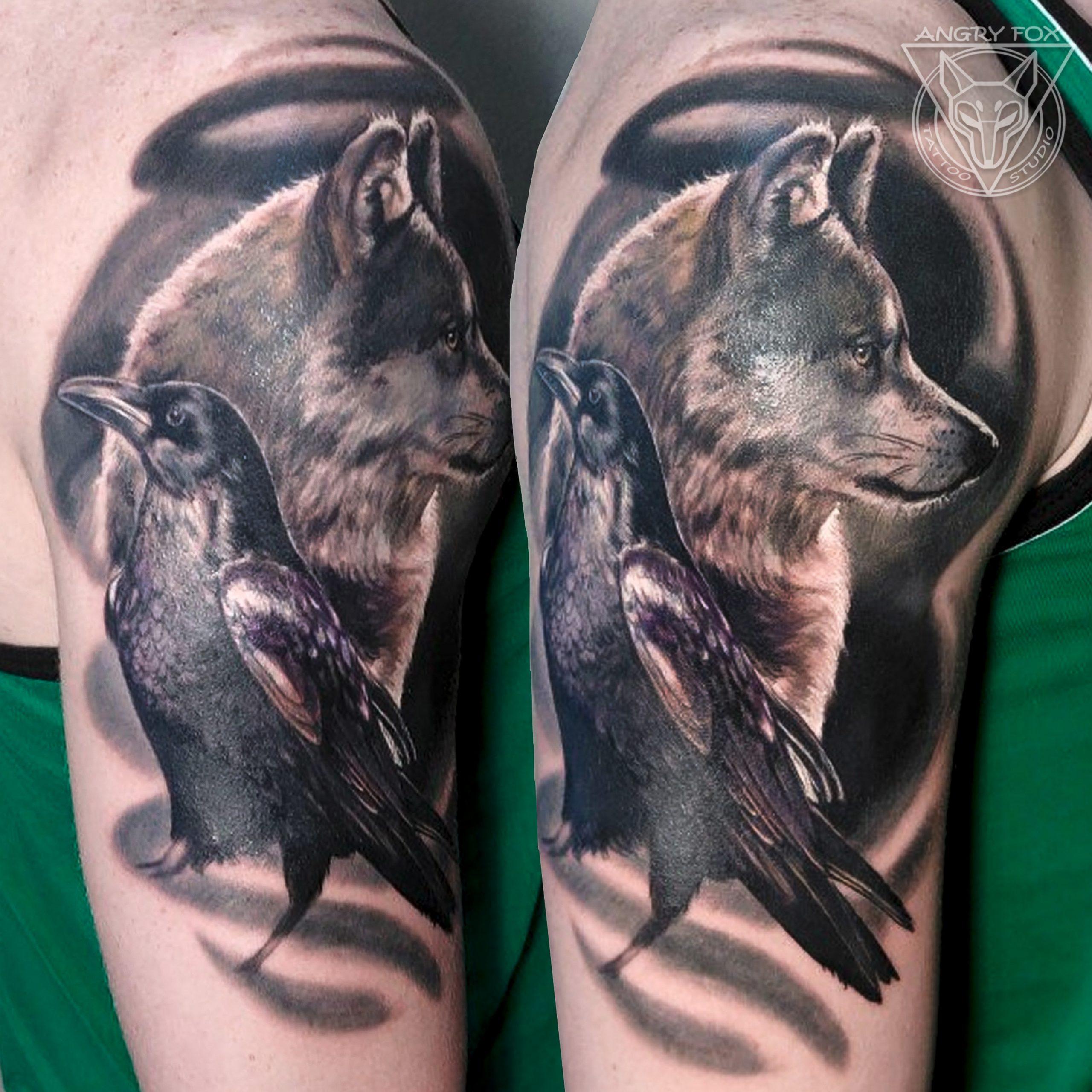 татуировка, тату, плечо, рука, реализм, акварель, ворон, волк