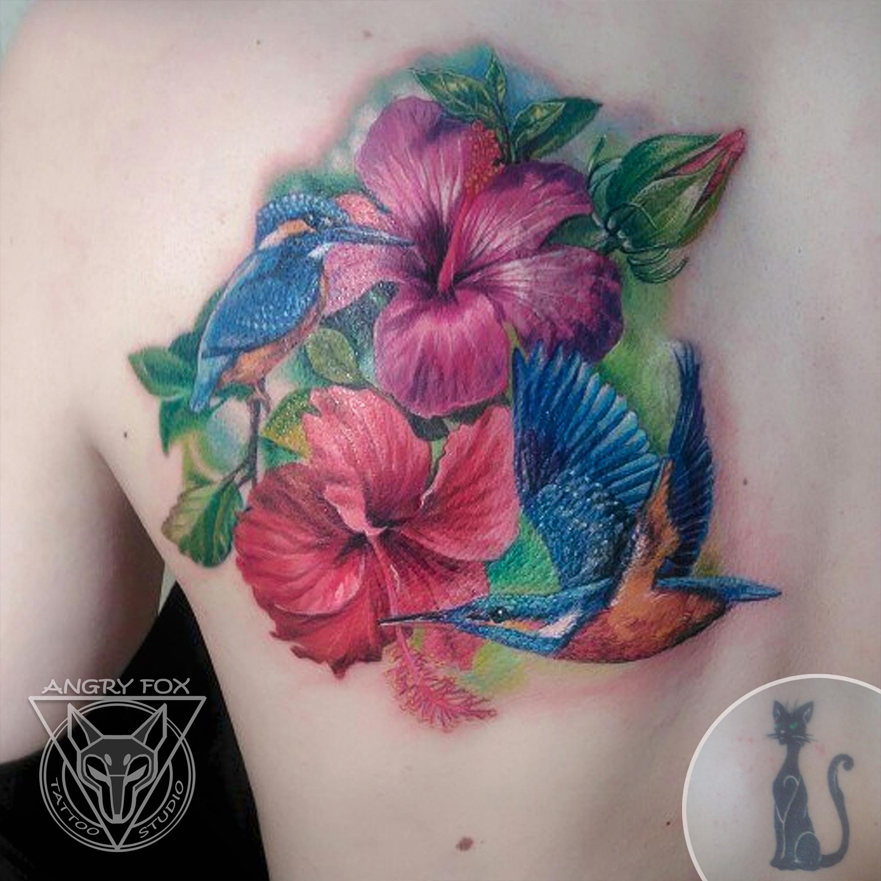 тату, татуировка, спина, плечо, лопатка, перекрытие, зимородок, гибискус, цветы, фото, листья, после, реализм, реалистичная