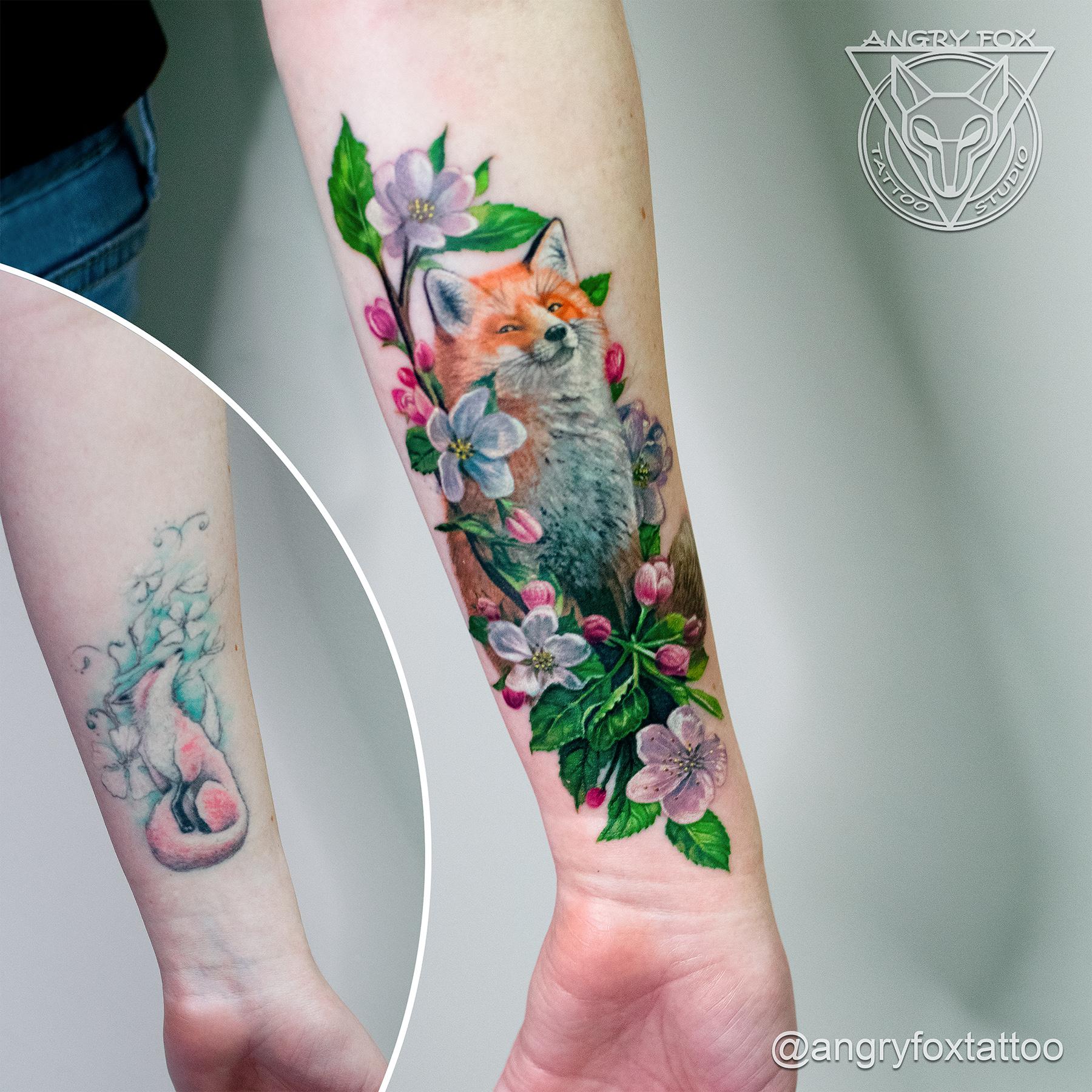 тату, татуировка, рука, предплечье, перекрытие, лиса, яблоня, цветы, лисичка, ветка, цветная, довольная, фото, запястье, хищник, после, реализм, реалистичная