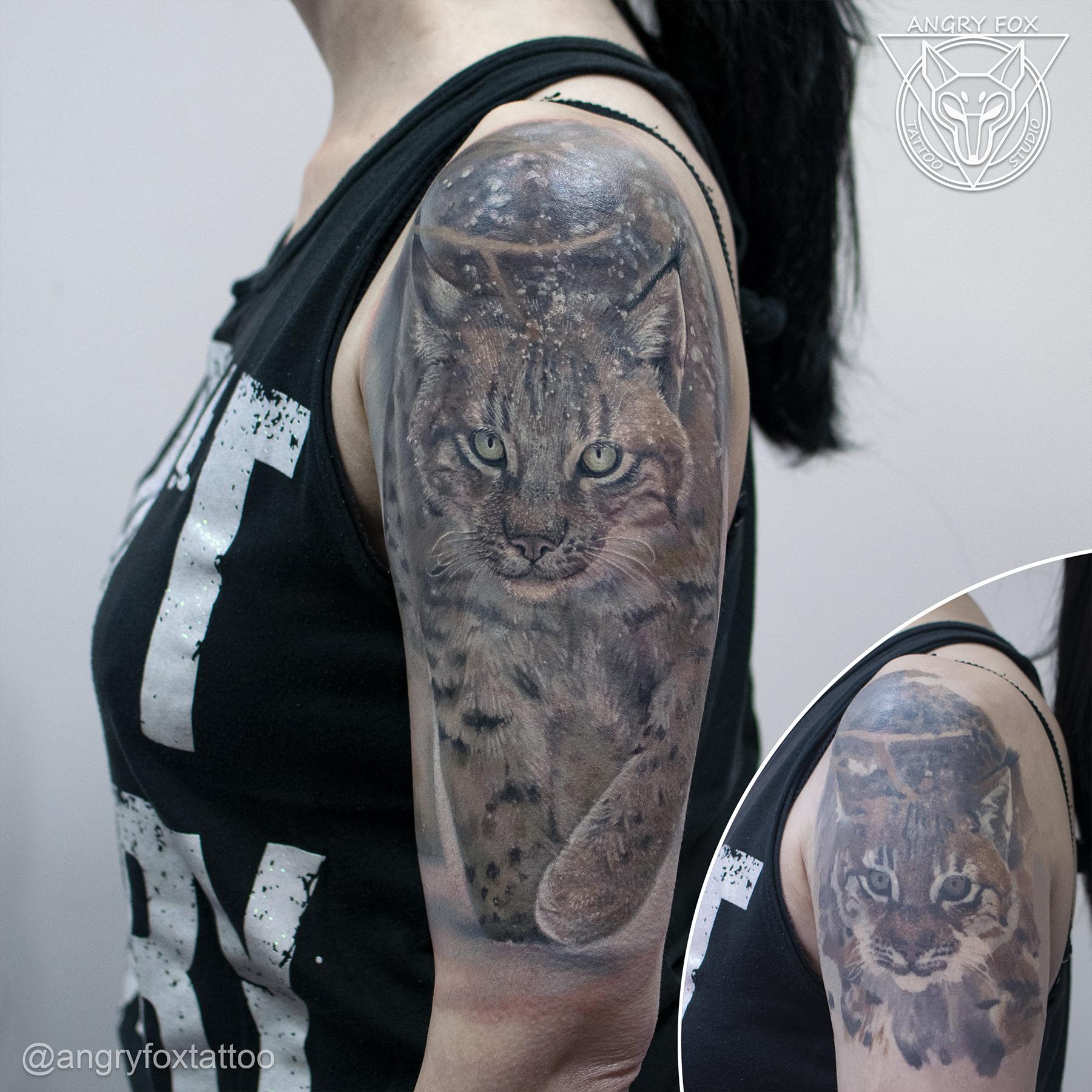 тату, татуировка, плечо, рысь, перекрытие, снег, зима, глаза, животные, дикая, кошка, снежинки, фото, взгляд, хищник, после, реализм, реалистичная