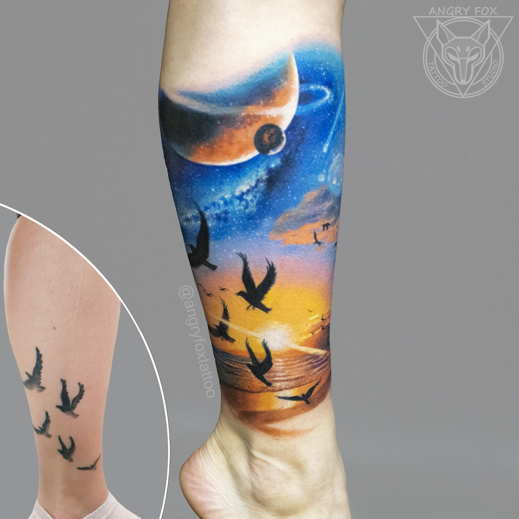 татуировка, тату, каверап, коррекция, птицы, космос, сатурн, планеты, океан, море, волны, песок, закат, рассвет, реализм, акварель, голень, нога, лучи, цветная, стая, полёт, фото